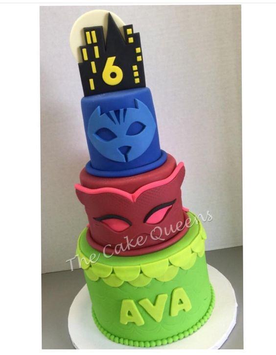 Torte di compleanno dei PJ Masks in pasta di zucchero con simboli