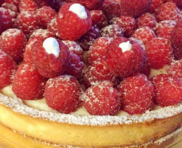 5 Dolci facili per San Valentino _crostata crema pasticciera e lamponi freschi