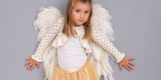 Come fare le ali da angelo per il costume dei bambini