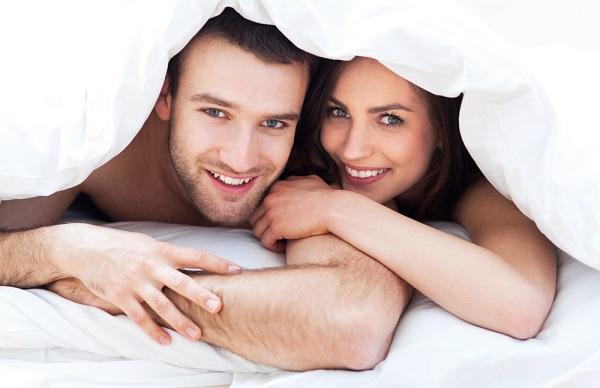 coppia tra le lenzuola