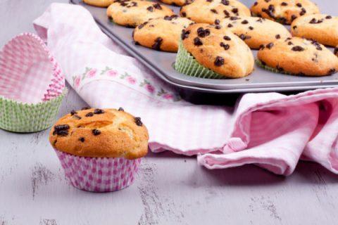 Muffin alla vaniglia e gocce di cioccolato_Dolcetti facili per bambini per la merenda fuori casa