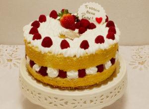 Torta panna montata e frutti rossi per festa del papa