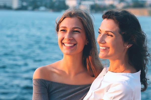 mamma e figlia che sta diventando donna