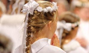 Pettinature con capelli lunghi per prima comunione