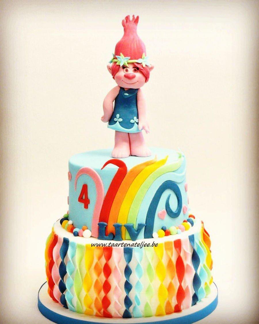 Torte dei trolls con Poppy e stelle filanti multicolor in pasta di zucchero