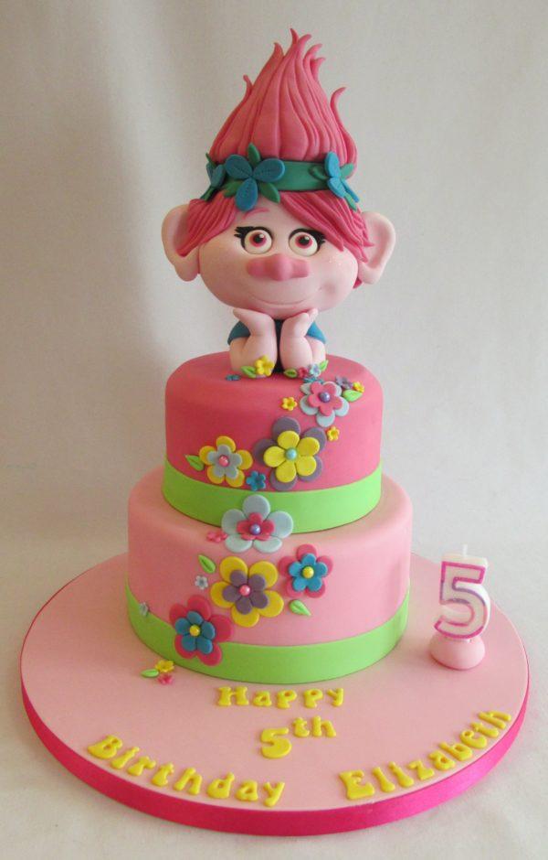 torte dei Trolls_ Poppy e fiori in pasta di zucchero