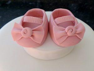 Come fare le scarpine neonato in pasta di zucchero per torte battesimo
