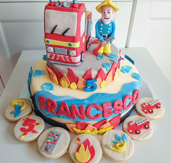 Torta di compleanno per bambini maschi_Sam il pompiere