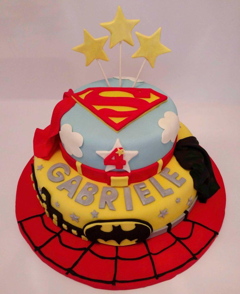 Torta di compleanno per bambini maschi_Supereroi