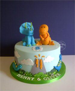 Torta dinosauri in pasta di zucchero- festa a tema dinosauri fai da te