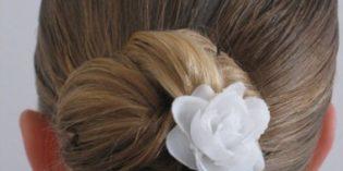 Pettinature con capelli raccolti per Prima Comunione