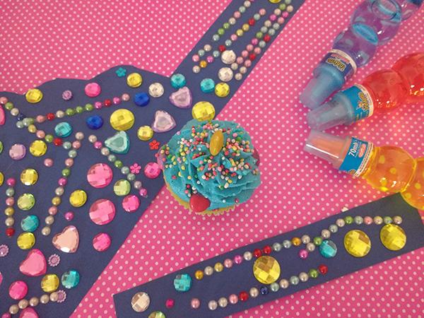 Come fare una festa multicolore per bambini _coroncina da principessa e cupcake