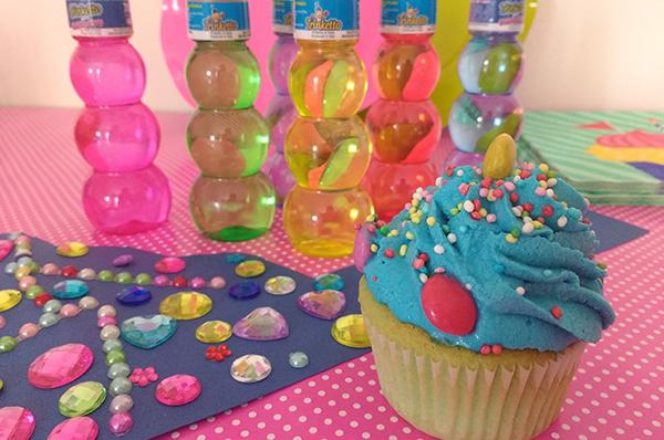 Come fare una festa multicolore per bambini_trinketto cupcake