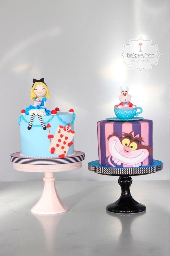 Torte di compleanno per gemelle femmine Alice ne paese delle meraviglie