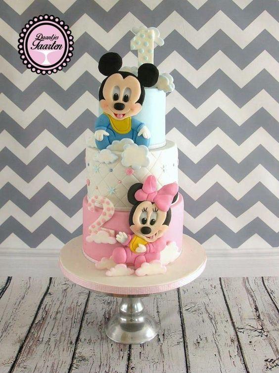 Torte di compleanno per gemelli maschio e femmina topolino e minnie