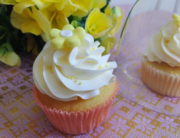 cupcake allo yogurt con mousse leggera allo yogurt e Sciroppo Fiori di Sambuco Fabbri e pdz