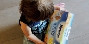 Colazione per bambini piccoli: i biscotti biologici Humana