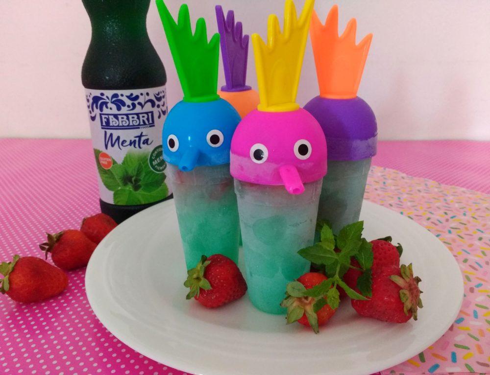 ghiaccioli alla menta e fragole fresche per i bambini con stampini buffi_ fabbri