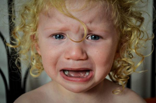 bambino che piange per pavor nocturnus