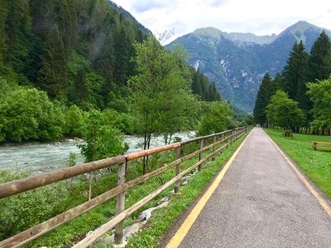 vacanza in Trentino con i bambini _ Pinzolo percorso ciclabile - corsa