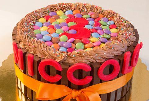 Torte di compleanno al cioccolato e smarties