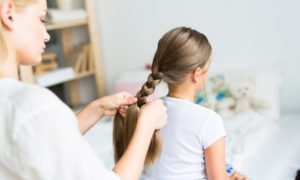 Come pettinare le bambine per la scuola: 5 acconciature facili e veloci