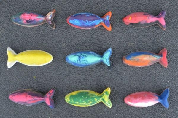 riciclare pastelli a cera pesciolini