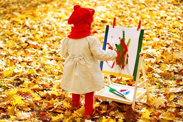 Disegni dell'autunno da colorare e stampare gratis _bambina che dipinge