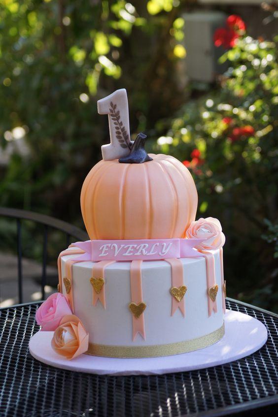 Torte di Halloween per feste di compleanno bambine con zucca e cuoricini