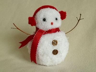Decorazioni di Natale fai da te con i pompon_ pupazzo di neve con pompon