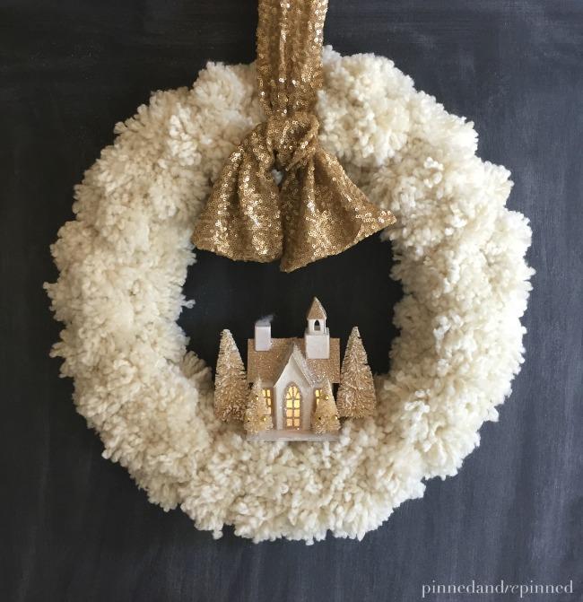 Decorazioni di Natale fai da te con i pom pom _ Ghirlanda bianca di Natale con pom pom