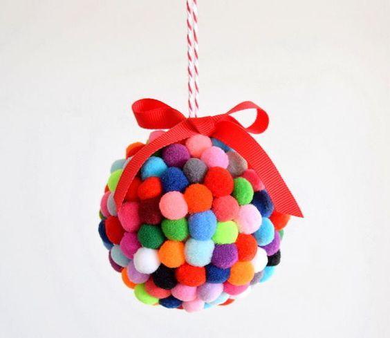 Decorazioni di Natale fai da te con i pom pom _ palle di Natale con i pom pom