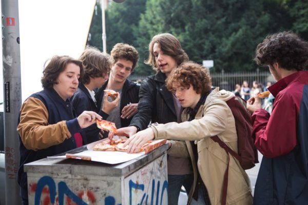 gli sdraiati film liceali milano