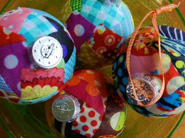 lavoretti di Natale per scuola primaria e oratorio: palline in stoffa