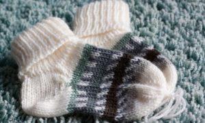 Calzine a maglia per neonati e bambini facili da fare