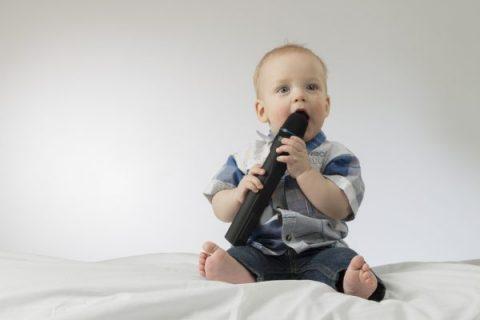 bambino che canta canzoni festa papà