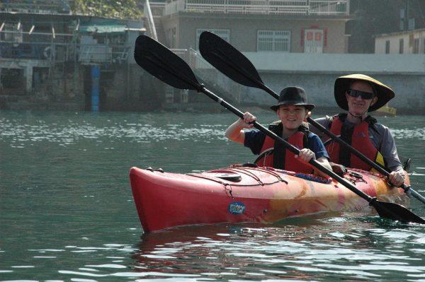 padre e figlio in canoa