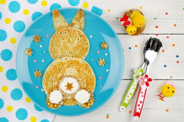 Pancakes coniglietto per il menu di Pasqua per bambini