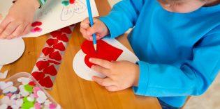 Festa della mamma: lavoretti facili per bambini dell'asilo nido