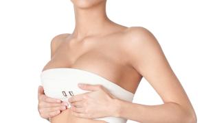 Medicina estetica e gravidanza: quando ci si può rifare il seno?
