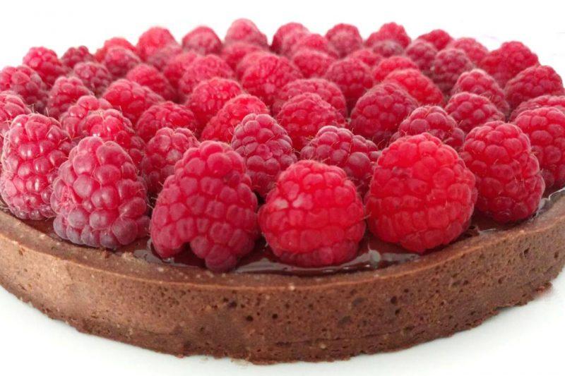 torte compleanno bambini da non mettere in frigo _ frolla cacao ganache cioccolato e lamponi