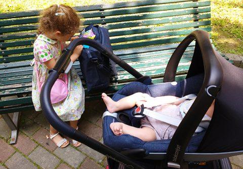 Ovetto Pebble Plus Bébé Confort _ neonato con bambina