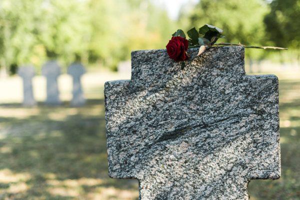 portare bambini al cimitero
