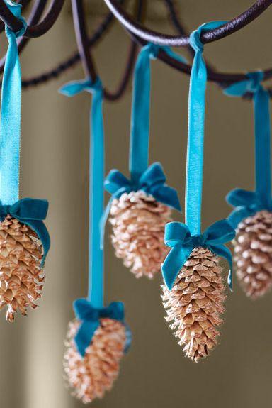 pigne decorate con nastro da appendere