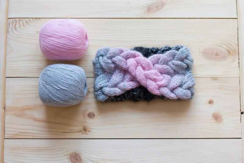 fascia di lana ai ferri a treccia