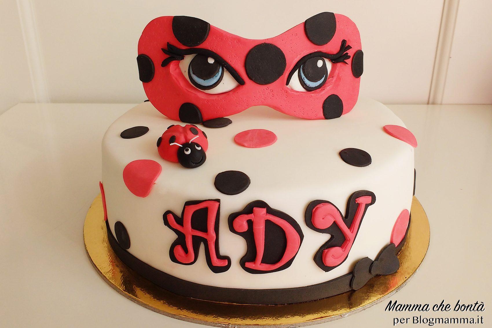 Torta Ladybug facile con maschera in pasta di zucchero copia_mod