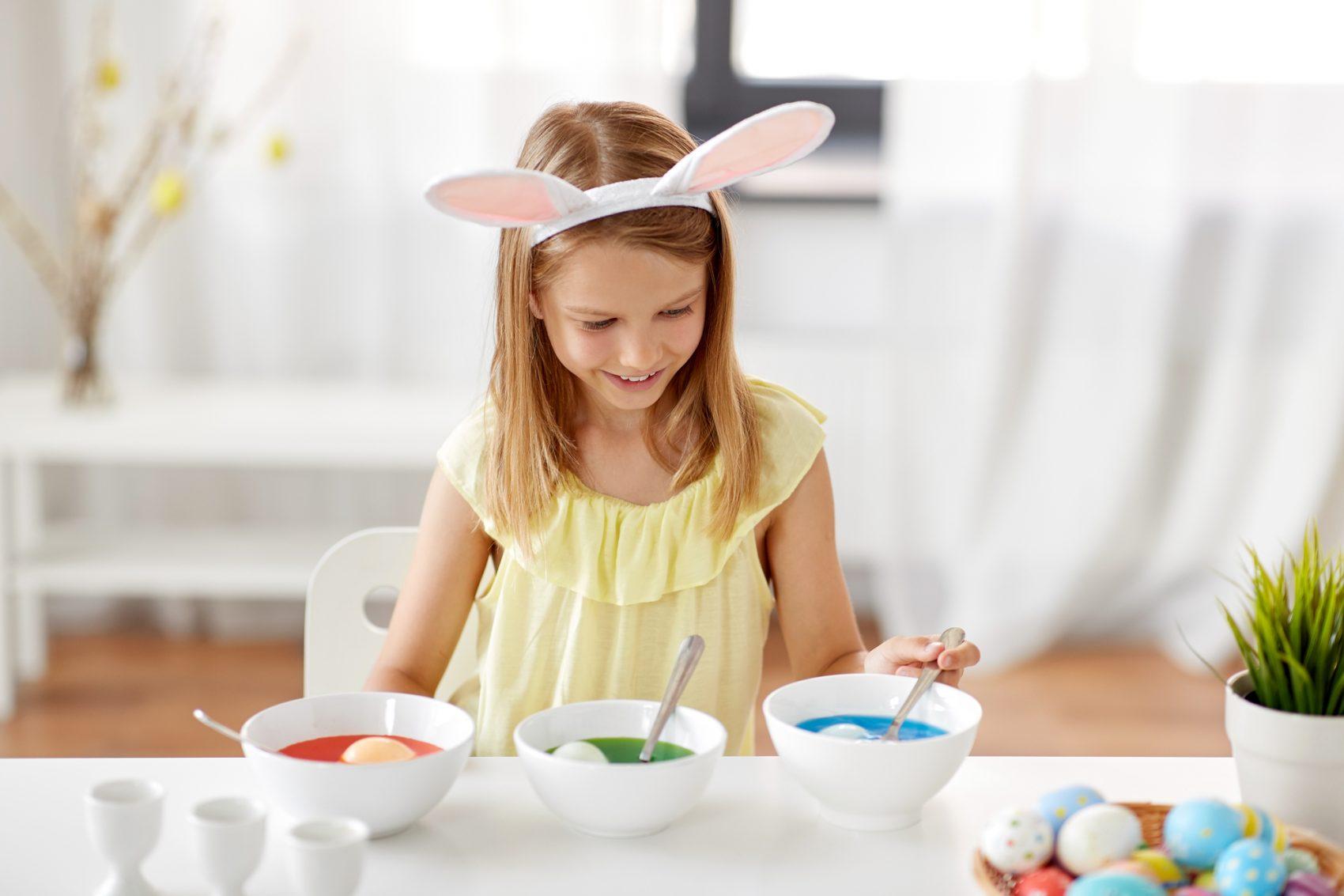 dipingere le uova di pasqua
