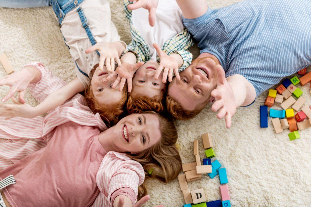 genitori e figli felici