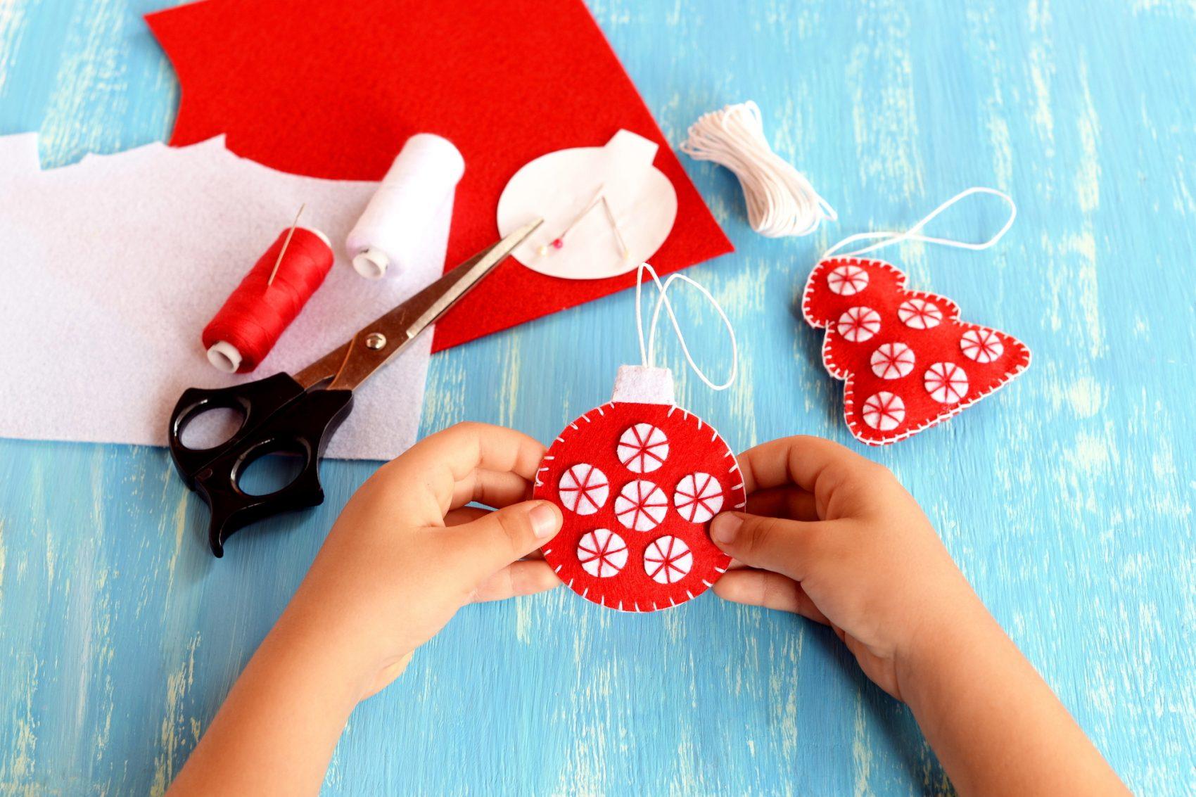 Decorare Finestre Per Natale Scuola lavoretti di natale con il feltro per bambini di scuola