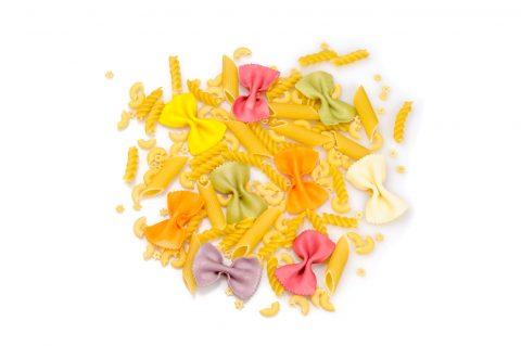 Lavoretti per bambini con la pasta colorata